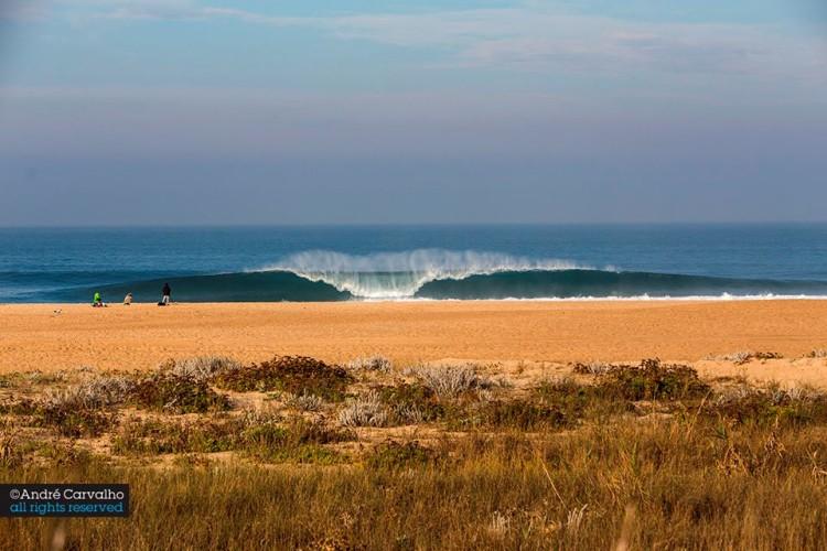 Capítulo Perfeito vai estrear-se este ano na Nazaré, na Praia do Norte, local de tubos pesados (®AndreCarvalho/CapituloPerfeito)