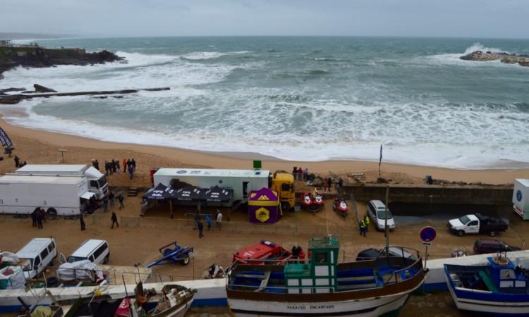 Condições na Praia dos Pescadores pelas 10h30 de hoje. Tempestade continua nos próximos dias (®PauloMarcelino)