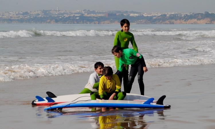 Participam no regional de surf escolar alunos de Quarteira, Armação de Pêra, Portimão e Aljezur (®DR)
