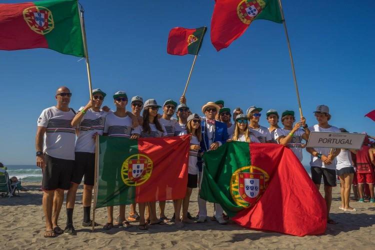 Seleção de Portugal ao Mundial de Surf Junior na California. Os 11 surfistas foram reconhecidos pelo IPDJ com estatuto de alto rendimento (®DR)