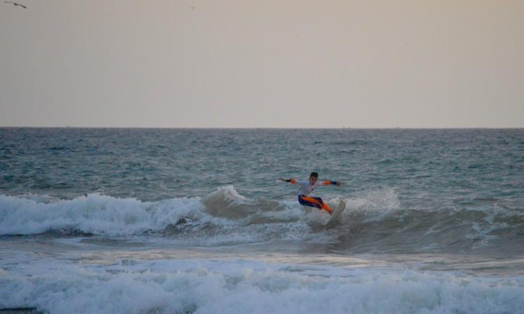 Pedro Ulrich está em estágio com a Surf Lisbon Formação em Lagos e foi à Falésia vencer em Sub-12 (®PauloMarcelino)
