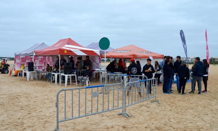 Estrutura instalada pelo Quarteira Surf Project na Praia da Falésia, para a 1ª Etapa CRSSul 2016 (®PauloMarcelino)
