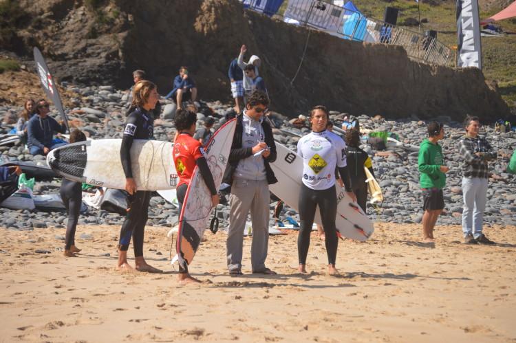 Surf é mais do que competição; é um modo de vida que coloca os surfistas em comunhão com a natureza (®PauloMarcelino/Arquivo)