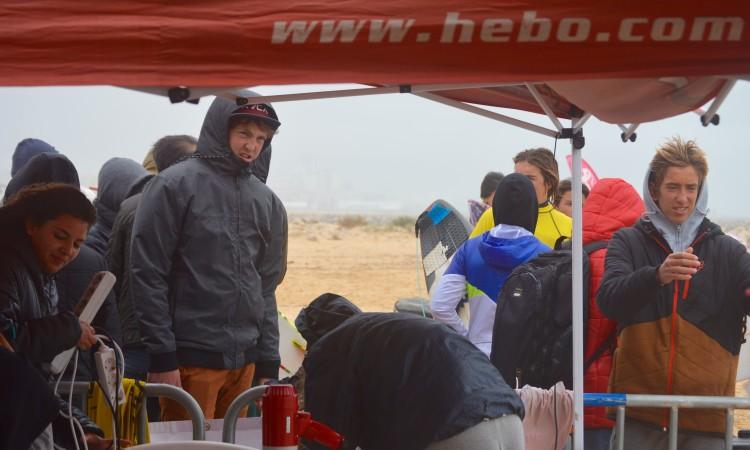 Condições muito difíceis esta tarde na Falésia obrigaram organização e surfistas a um esforço suplementar (®PauloMarcelino)