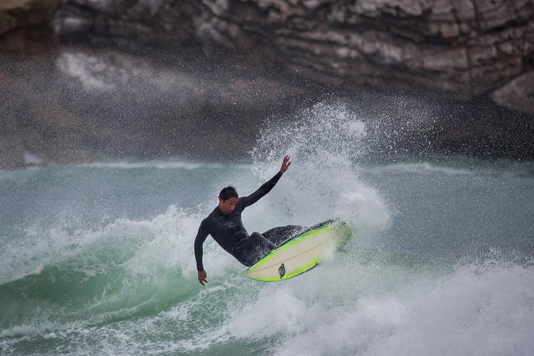 Surfista brasileiro tem no seu palmarés títulos regionais da Praia do Forte,  Mata de São João (®JorgeSantos)
