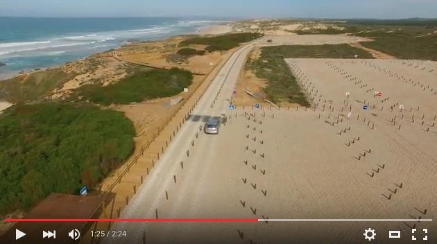 Parque de estacionamento para 600 lugares junto à Praia do Malhão (®screenshot)