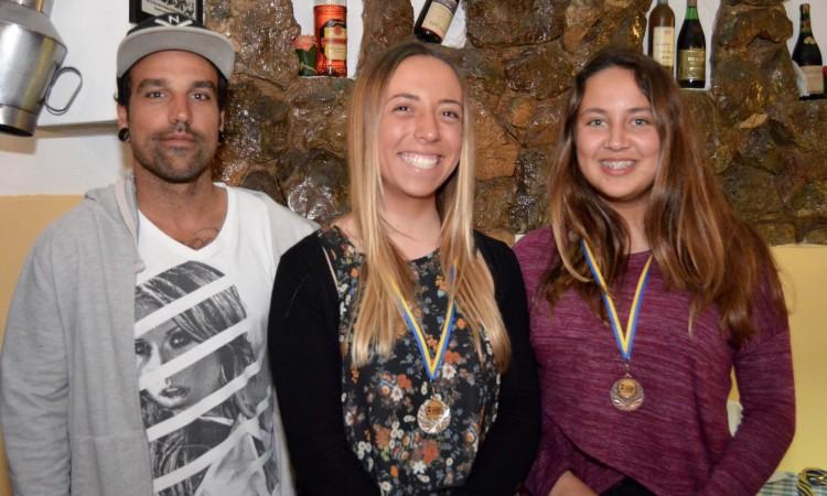 Pódio Feminino, incompleto: Inês Pascoal e Laura Reis, com o treinador Bruno Santos (®PauloMarcelino)