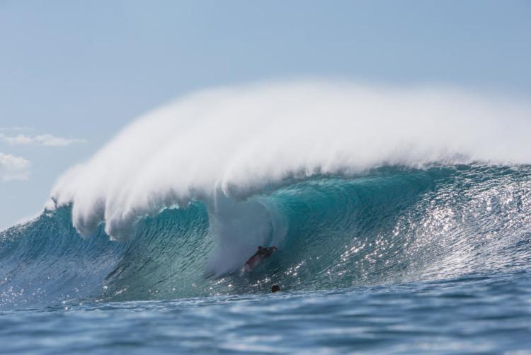 Havaiano Jamie O'Brien foi uma das surpresas na prova. Ei-lo na onda nota 10 que fez durante o último dia (®WSL/Freesurf/Heff)