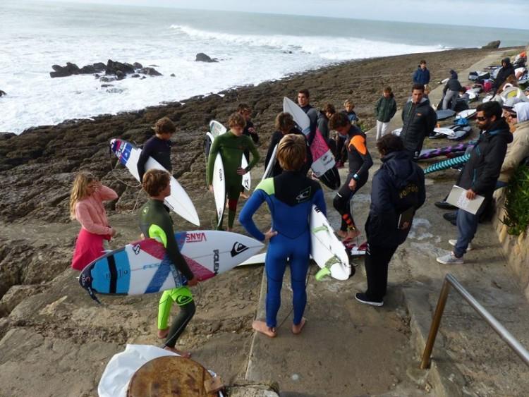 Estágio vai permitir à equipa técnica da federação escolher os surfistas para a Seleção Nacional ao Mundial de Surf Junior nos Açores (®PFS)
