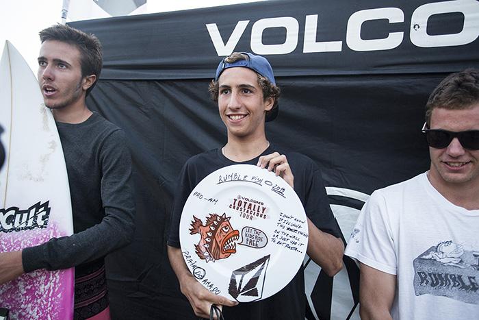 'Martim' Magalhães (1º, ao centro) e Francisco Duarte (2º, à esquerda) no pódio Pro Am do Rumblefish @ Amado (®AndreCarvalho/Volcom)