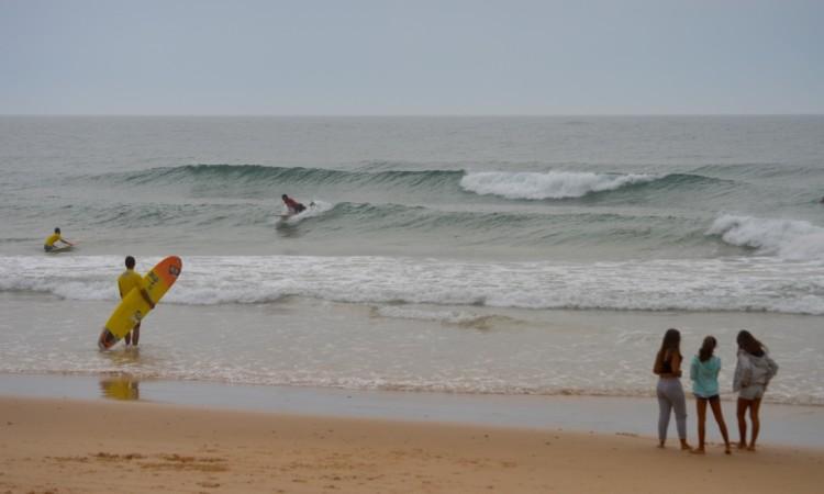 No ano passado, a etapa CNLongboard em Faro realizou-se num dia de tempestade no resto do País e foi influente na decisão do título nacional (®PauloMarcelino/Arquivo)