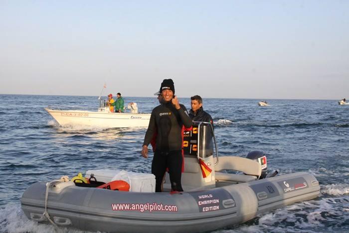 Jody Lot no seu barco, oferta da loja algarvia Angel Pilot (®DR)