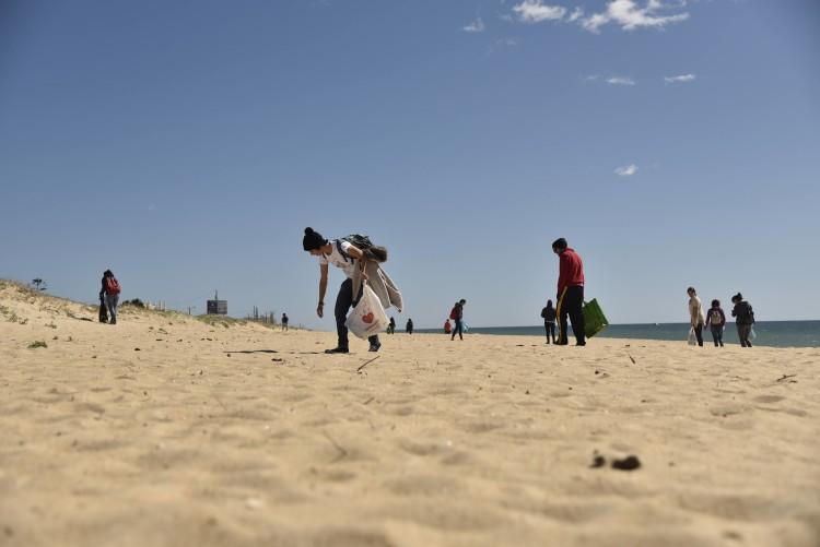 Straw Patrol participou na limpeza da Praia de Faro e vai participar em abril na limpeza da Armona (®DR)