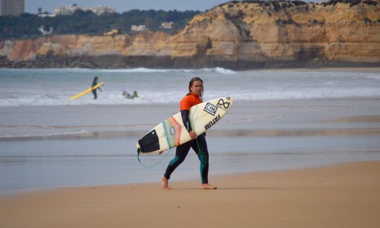 Yolanda Hopkins, campeã nacional escolar em título, venceu hoje na Praia da Rocha (®PauloMarcelino)