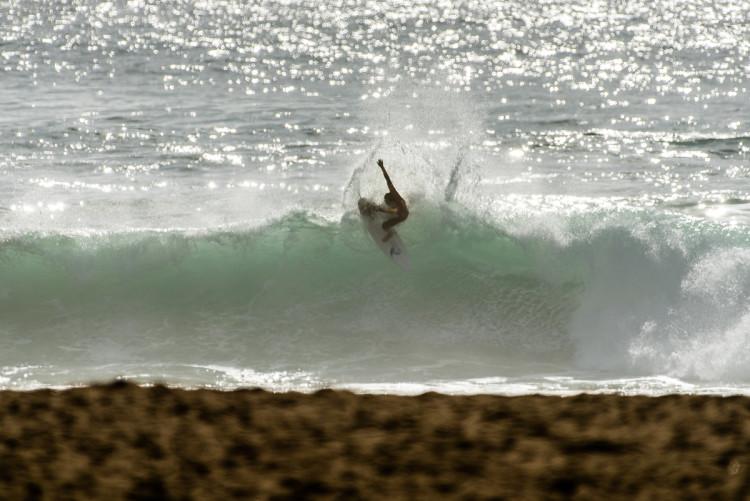Algumas notas excelentes valorizaram o espetáculo de surf desta sexta-feira (®PedroMestre)