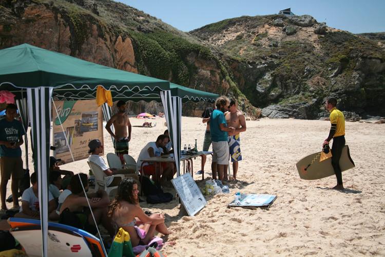 Circuito regional é organizado pelo Núcleo de Bodyboard da Zambujeira do Mar e a etapa seguinte deverá ser no Malhão (®PedroTrabucho/Arquivo)
