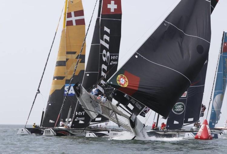 O GC32 da Sail Portugal a descolar numa rajada de vento (®LloydImages)
