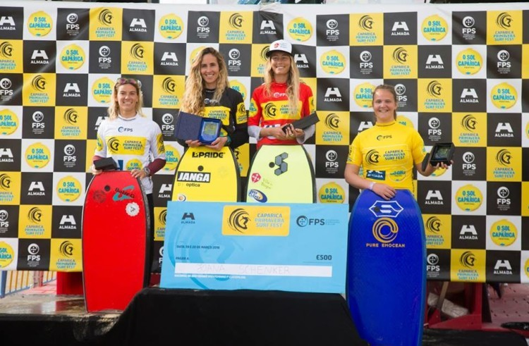 Joana Schenker with the red jersey at the women's podium in Caparica. The bodyboarder from the Algarve is the Portuguese and European Champion (®DR)