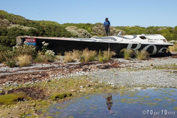 Destroços do IMOCA 60 'Hugo Boss' na Ilha Torpedo, Parque Nacional Bernardo O'Higgins, Chile (®RogerRoviraRius)