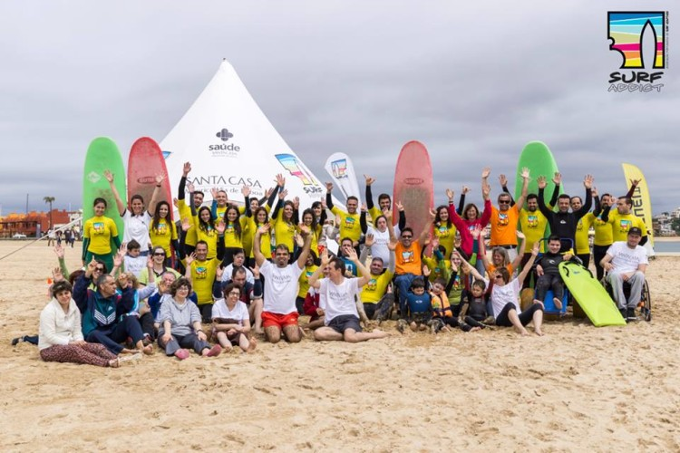 Primeiro evento SURFaddict 2016 foi em Portimão e teve uma participação recorde de 16 surfistas especiais e 40 voluntários (®DR)
