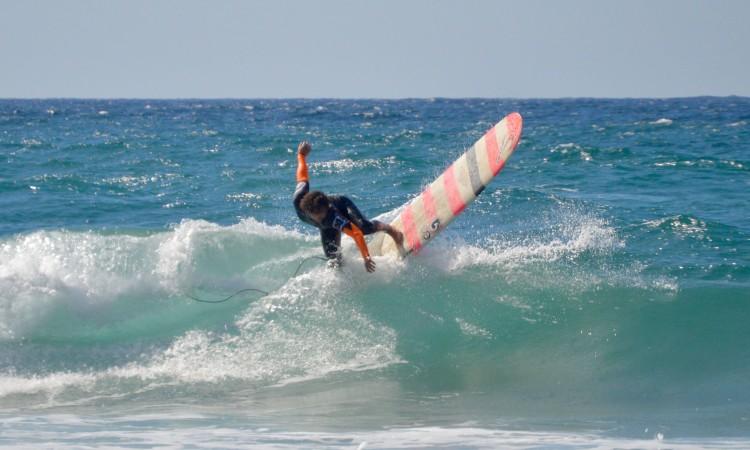 Espanhol Alberto Fernandez em ação na final Longboard no Castelejo (®PauloMarcelino)