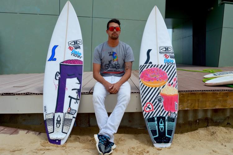 Paulo Almeida já tem autocolantes e 'decks' Ocean & Earth nas suas pranchas (®PauloMarcelino)
