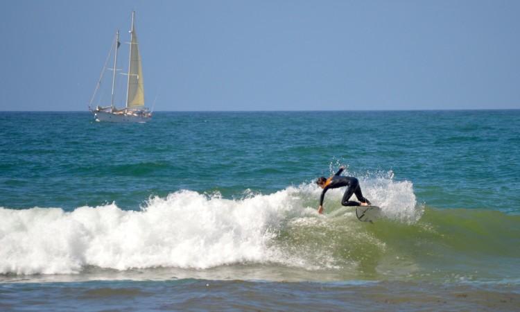Matinal de Francisco Duarte na Praia da Rocha. Sessão com ondas pequenas, mas na praia preferida (®PauloMarcelino)