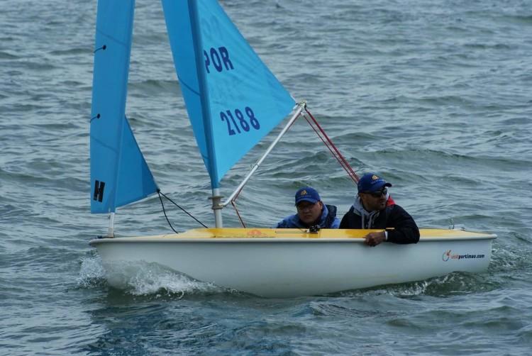 Guilherme Ribeiro (em 1º plano) e Luís Ramalho formaram a tripulação de Portimão 2ª classificada em 303 Duplos na 1ª PAN de Vela Adaptada deste ano (®DR)