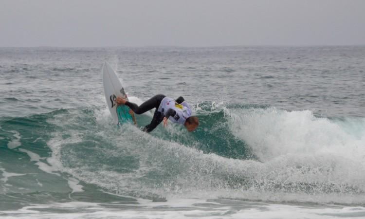 Marlon Lipke foi o melhor surfista no sábado (imagem). Na final, domingo, optou por um 'pico' que não lhe rendeu o que esperava (®PauloMarcelino)
