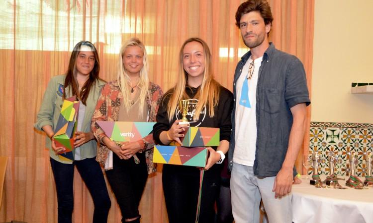 Pódio Open Feminino sem a vencedora e com o representante da Vertty, um dos patrocinadores da etapa (®PauloMarcelino)