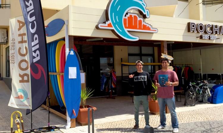 Apoio da Rocha Surf Shop ao surfista poderá ser reforçado no futuro (®DR)