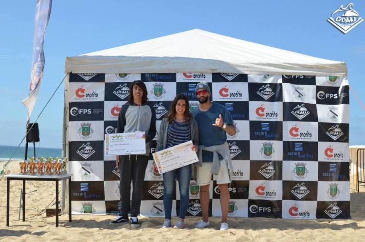 Tomás Rosado e Madalena Guerra recebem o prémio pelas melhores pontuações masculina e feminina do campeonato (®CDAN)