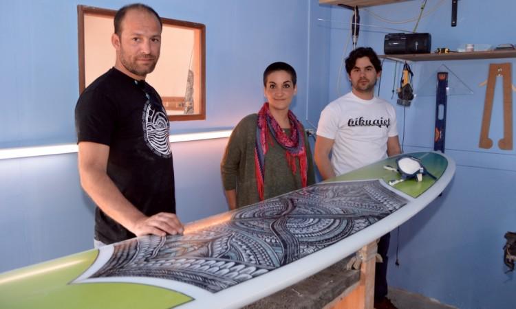 Nuno, Cristiana e Fábio na sala de 'shape' Bikuaiet, junto a uma 9,1' em finalização (®PauloMarcelino)