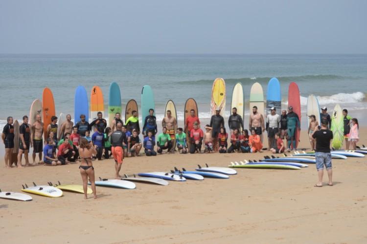 Sessão de surf conjunta com pranchas clássicas é um dos momentos altos do evento (®PauloMarcelino/Arquivo)