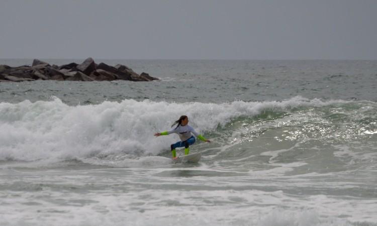 Joana Carvalho é vice-campeã regional do Sul na categoria Sub-16 Feminino e está em competição na prova do Surf Clube de Sesimbra (®PauloMarcelino/Arquivo)