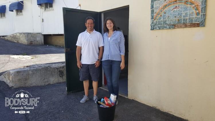 entrega de alimentos do projeto Ajudar Não Custa ao ATL da Galiza Escolinha de Rugby da Galiza (®DR)