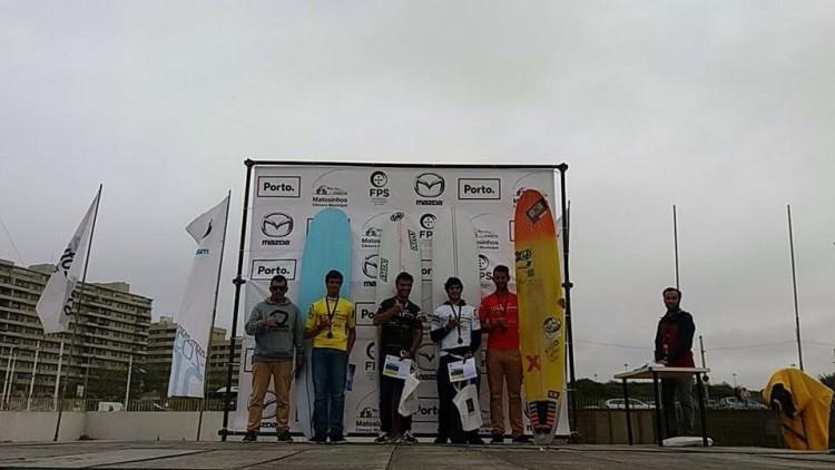 Pódio Open na Praia Internacional, com o algarvio Luís Esteves, à direita (®DR)