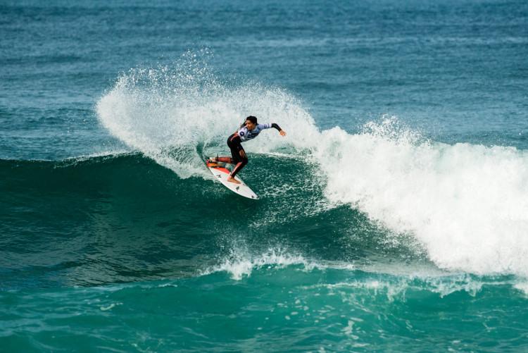 Teresa Bonvalot, bicampeã nacional de surf feminino, já venceu duas vezes no Porto e está à procura da sua primeira vitória este ano (®PedroMestre/ANS)