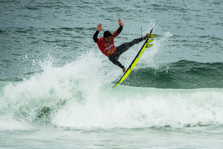 Pedro Henrique fez a melhor onda do dia - 8 pontos - com este aéreo (®PedroMestre/ANS)