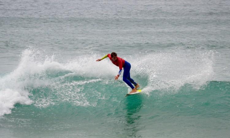 António Silveira venceu hoje na Arrifana em Juvenis. Surfista de Portimão venceu todos os encontros em que participou (®PauloMarcelino)