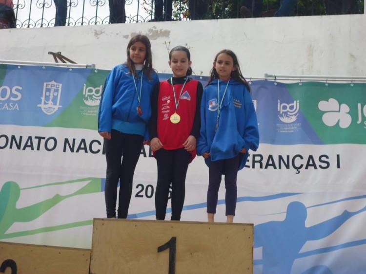 Maria Santos Costa (à direita), Medalha de Bronze em K1 Menor Feminino. Atleta AadmCarregação (®DR)