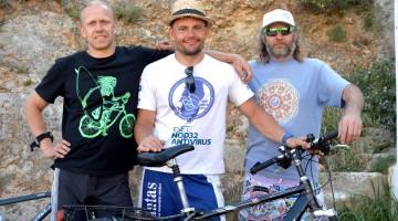 Lithuanians Minoaugas Kriukelis, Giedrius Liutkus e Arvydas Moliusis took a bike ride throughout Portimão (®PauloMarcelino)