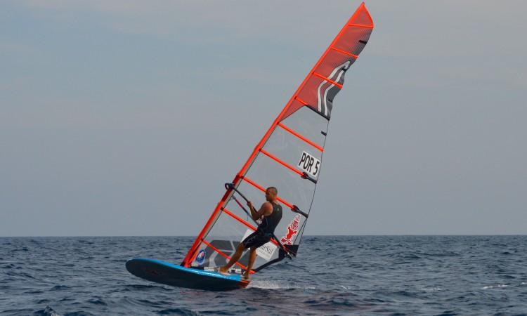 Miguel Martinho venceu todas as 12 regatas disputadas no Europeu em Portimão e sempre sozinho nas chegadas (®PauloMarcelino)