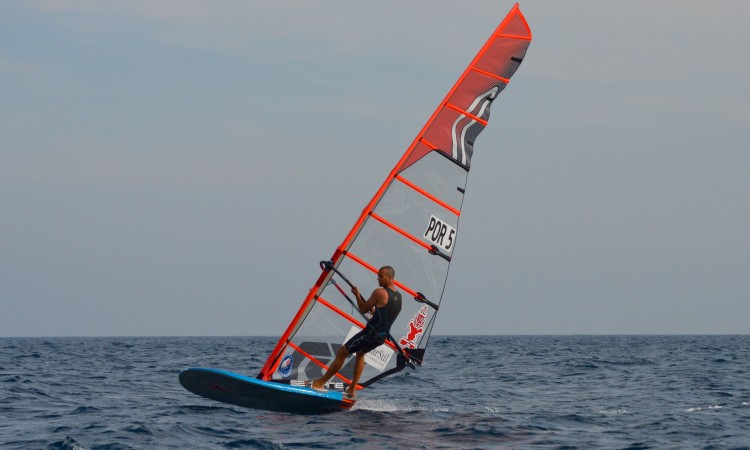 Miguel Martinho finished all races alone, away from the rest of the fleet (®PauloMarcelino)
