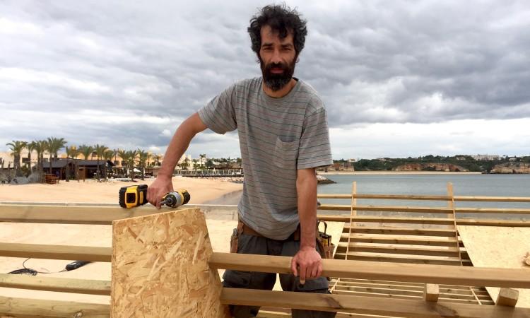 Sando 'Corrosivo' Almeida já instalou rampas em vários países da Europa e está a dirigir a construção do novo equipamento na Rocha (®PauloMarcelino)