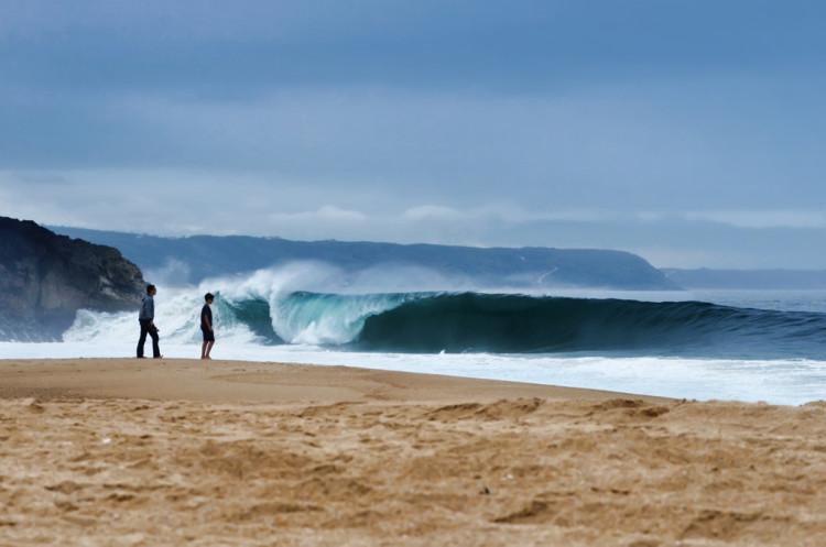 Capítulo fica suspenso até outubro, à espera da segunda época de ondas na Praia do Norte (®HelioValentim)