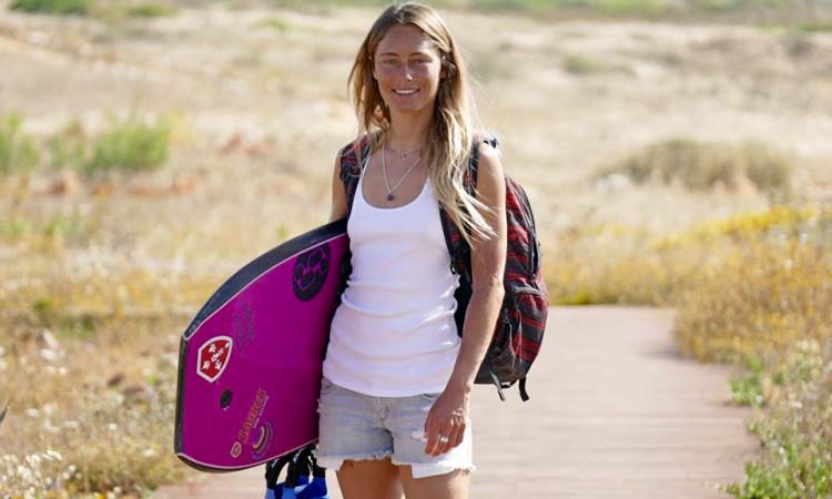 Joana Schenker, 28 anos, bicampeã nacional e europeia de bodyboard, atleta da Associação de Bodyboard de Sagres (®ABS)