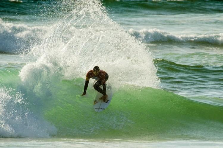 Vasco Ribeiro num leque de 9 pontos, a melhor onda do dia na Praia Grande (®PedroMestre/ANS)