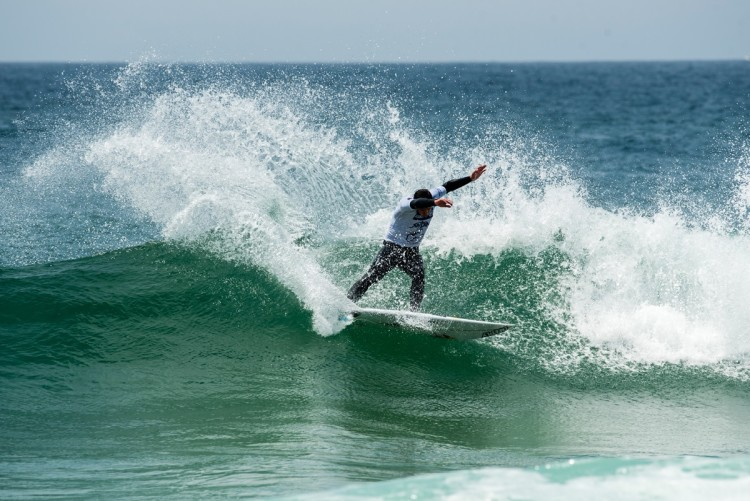 Vasco Ribeiro voltou a fazer a melhor onda e a melhor pontuação do dia… pelo segundo dia consecutivo (®PedroMestre/ANS)