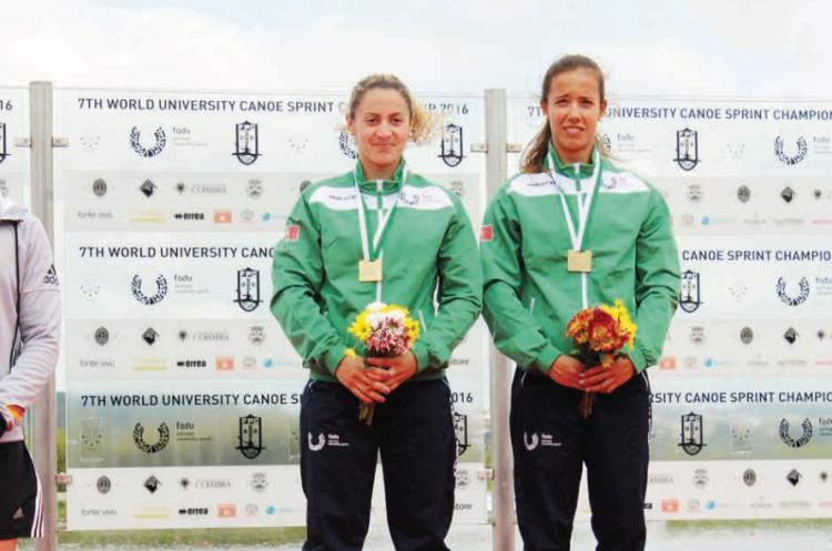 Algarvia Maria Cabrita, à esquerda, com Francisca Laia; Medalhas de Ouro K2 50m no Campeonato do Mundo Universitário de Canoagem de Velocidade (®DR)